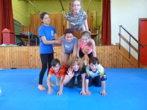 youth-acrobatic-pyramid